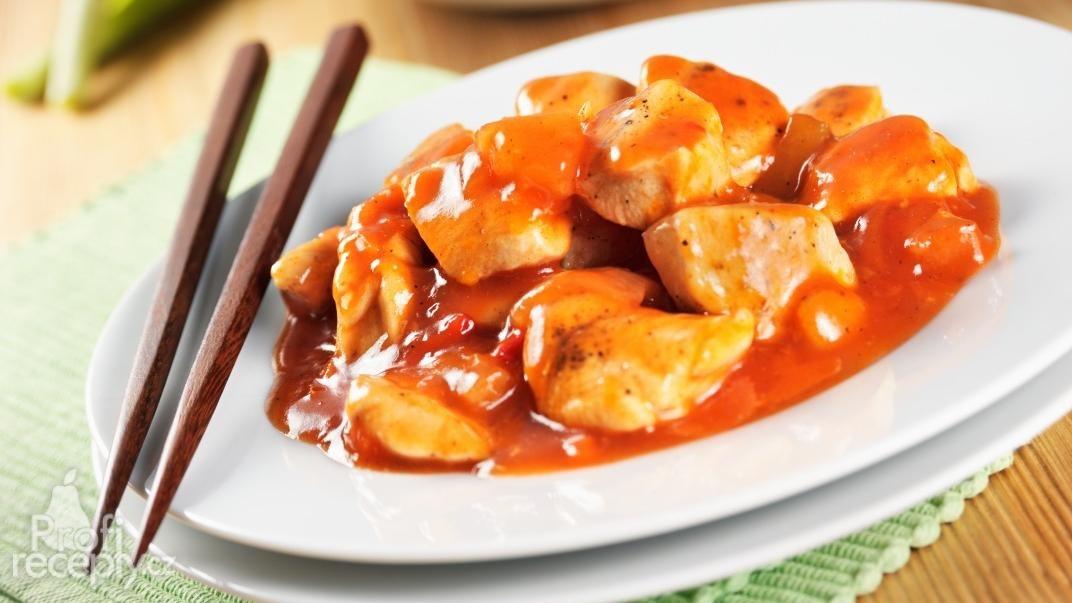 Čínské kuřecí se sladkokyselou omáčkou