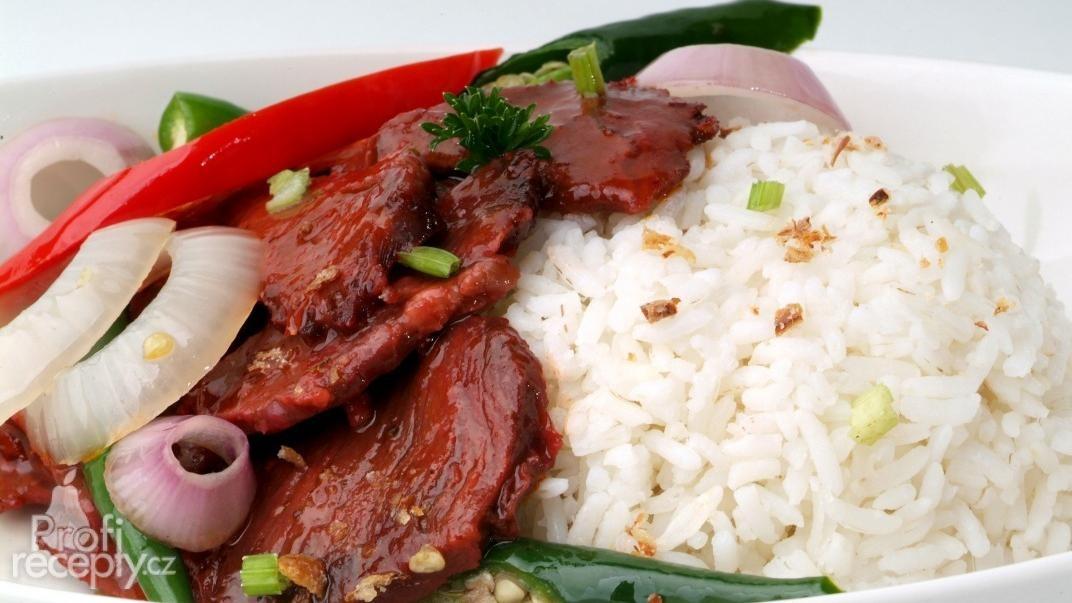 Dušené hovězí plátky v tamarindové omáčce s rýží