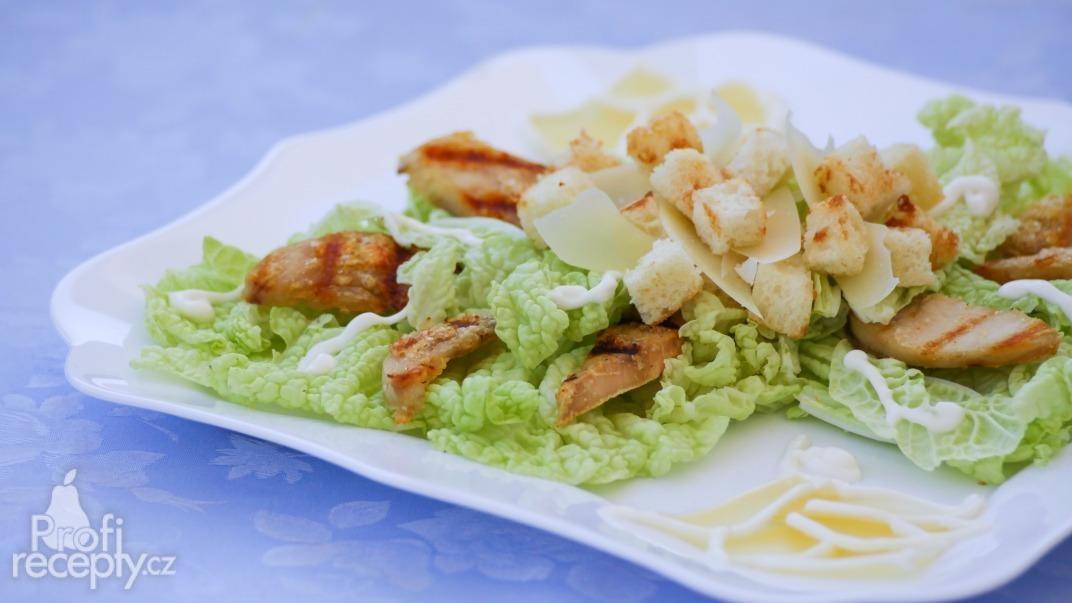Caesarův salát s kuřecím masem