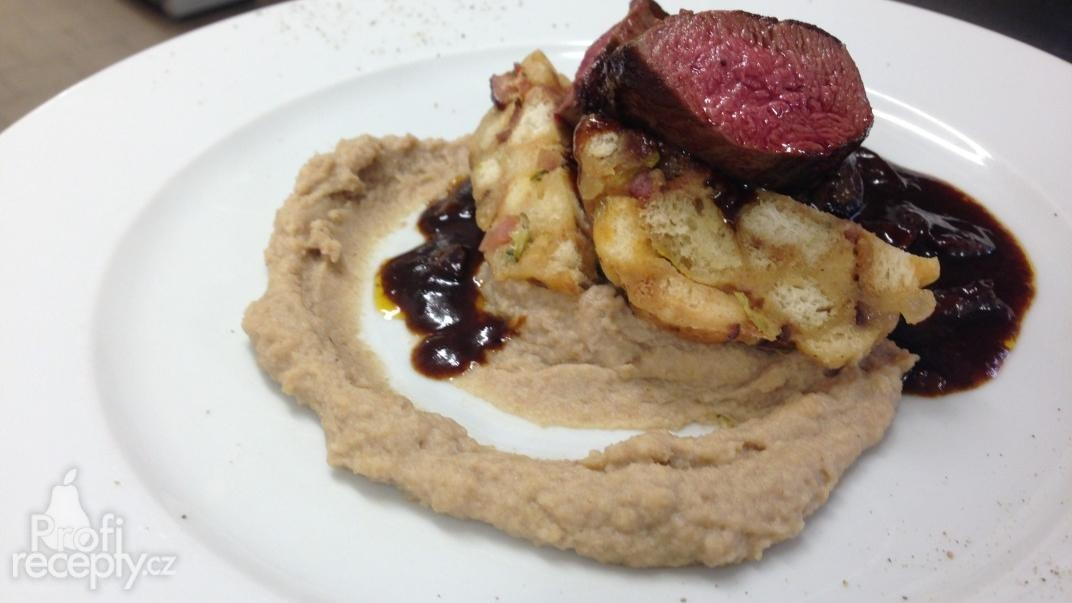 Jelení svíčková (steak) na švestkové omáčce a kaštanovým pyré