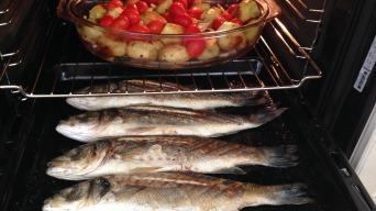 Mořský vlk s pečenými brambůrkami a celerem