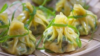Čerstvé Čínské dušené knedlíčky plněné mangoldem a mletým masem