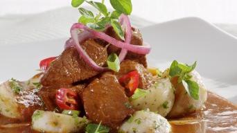 Hovězí ragú s chilli bazalkou a bramborem