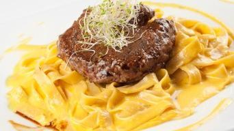 Beefsteak na hořčičných tagliatelích