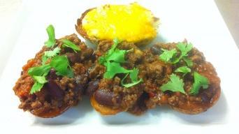 Chilli con carne v pečených bramborách